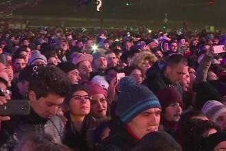 Mii de oameni la Revelionul din Piața Constituției din Capitală. Ploaia de artificii a durat 15 minute