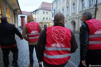 Patrule de extremiști pe străzile unui oraș german după atacuri ale imigranților