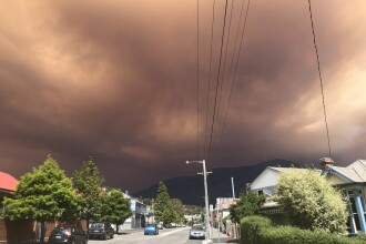 Tasmania, acoperită de un fum roșu și gros