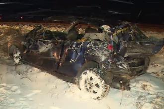 Șofer rănit grav, după ce a fost lovit de un tren pe care nu l-a văzut din cauza ninsorii