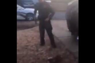 Momentul în care un polițist împușcă un câine de față cu stăpânul său. VIDEO