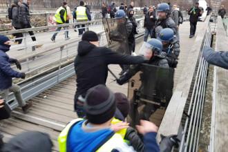 Ce s-a întâmplat cu pugilistul care i-a bătut pe jandarmi în timpul unor proteste