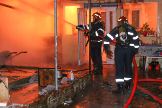 """Incendiu de proporţii în Capitală: patru case au ars. """"Încă folosesc sobe"""""""