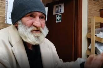 Cât ar câştiga cerşetorul român din Italia căruia un politician i-a aruncat lucrurile