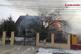 Incendiu uriaş într-o comună din Dâmboviţa. Două familii erau să ardă de vii