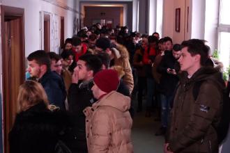 Aglomerație la Școala de Agenți de Poliție din Cluj. 2.400 lei, salariul unui debutant