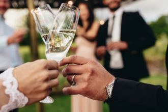 Momentul în care zeci de nuntași au sărit la bătaie din cauza muzicii. Reacția mirilor