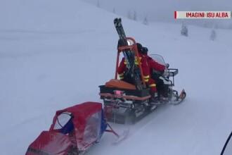 Tânăr salvat cu snowmobilul, după ce s-a accidentat grav la schi în munţii Şureanu