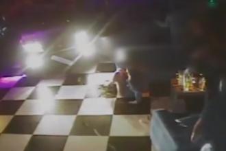 Momentul în care un șofer beat intră cu mașina într-un grup de tineri care dansau