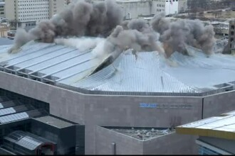 Demolare spectaculoasă a unei arene de baschet. Cum au fost protejate clădirile vecine