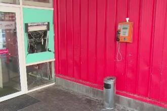 ATM spart de bărbaţi mascaţi, care au fugit cu o maşină. Au umplut trotuarul de bani