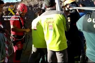 Copil de 2 ani căzut într-un puț adânc. Pompierii încearcă de 2 zile să-l găsească