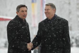 """Onoruri militare la Cotroceni pentru preşedintele Sloveniei: """"Vă aşteptăm cu puţină zăpadă"""""""