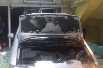 A intrat cu maşina în uşile de acces ale Spitalului Judeţean Craiova. Explicația șoferului