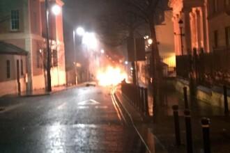 O bombă a explodat într-o mașină, lângă un tribunal din Irlanda de Nord. FOTO/VIDEO