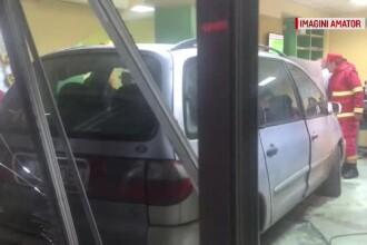 Un bărbat băut a intrat cu mașina în ușile Spitalului Craiova. Explicația acestuia