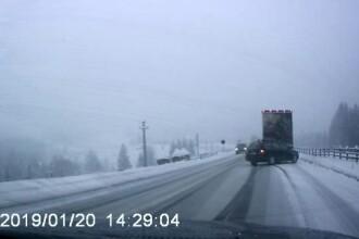 Nervi și accidente în Pasul Tihuța, din cauza ninsorii. Drumarii nu au mai avut SARE