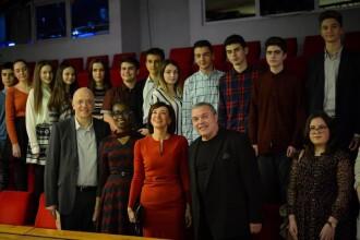 Carmen Iohannis, cu elevii la teatru, alături de ambasadorul Germaniei la Bucureşti