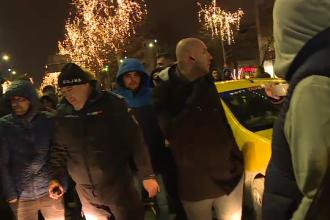 Reacțiile taximetriştilor la protestul față de Uber. Un şofer, prins în aglomerație