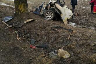 Patru morți în Teleorman după ce mașina s-a izbit de copac și s-a rupt în două. VIDEO