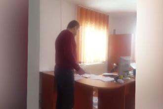Contabila unei primării din Gorj susține că a fost bătută de primar. Reacția edilului