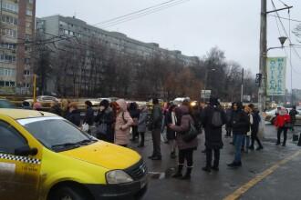 Circulaţia tramvaiului 41, blocată 3 ore din cauza unui tramvai care a deraiat în Ghencea