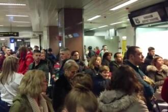 Probleme pe aeroporturi din cauza ploii înghețate. Mai multe curse au fost anulate