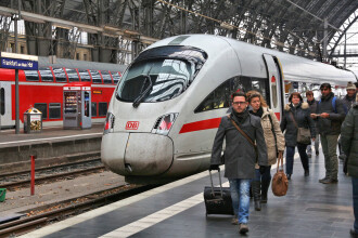 Alertă la bordul unui tren. 500 de pasageri, evacuați după o amenințare cu bombă