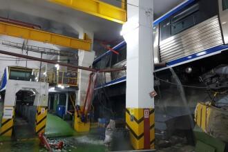 Metrou sărit de pe șine la depoul Berceni. 2 vagoane au rămas suspendate