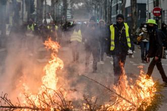 """A 11-a săptămână de proteste, în Franța. 22.000 de """"veste galbene"""" au ieșit în stradă"""