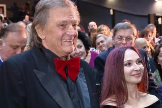 """Florin Piersic, show la 83 de ani. """"Şi nevasta lui Iohannis, Carmen. Ai văzut-o în minijup?"""""""