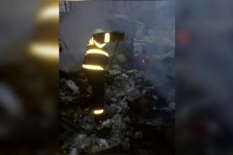 Bărbat de 45 de ani, mort după ce casa din chirpici a ars. Greșeala comisă de victimă