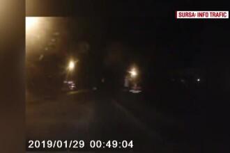 Accident mortal, surprins de o cameră video. O mașină a trecut peste un bărbat întins pe drum