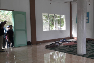 Atac cu grenadă la o moschee. Sunt doi morți și patru răniți