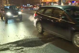 """Sute de gropi în Capitală, care nu pot fi ocolite. Șofer: """"Mi-e milă de mașină"""""""
