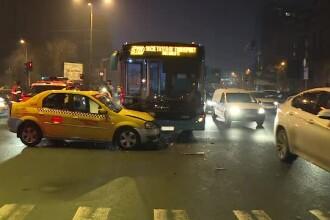 """Un taxi a intrat într-un autobuz Otokar. Taximetrist: """"Da, doamnă, aveam verde"""""""