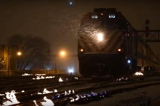 Șinele de tren din Chicago, în flăcări. Explicația neașteptată pentru acest fenomen. VIDEO