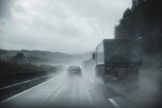 Zi mohorâtă, cu ploi şi lapoviţă. În weekend se anunţă soare şi temperaturi de primăvară