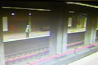 Momentul șocant în care o femeie s-a aruncat în fața metroului, la Apărătorii Patriei
