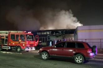 Șapte mașini au fost făcute scrum într-un incendiu izbucnit într-un service din Târgu Mureș