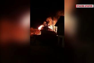 Bătrân rămas fără casă din cauza unui incendiu: