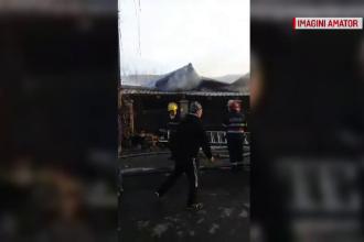 """Intervenție cu scandal în Dâmbovița, în urma unui incendiu. """"Uitați fraților cu ce stinge"""""""