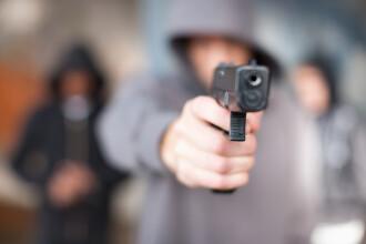 Motivul halucinant pentru care un bărbat a împușcat 2 copii. Poliția îl caută