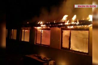 Incendiu puternic la ștrandul din Râmnicu Sărat. De la ce a pornit focul