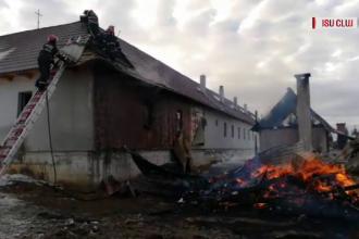 Incendiu violent la o mănăstire din Apuseni. Localnicii au intervenit să ajute pompierii
