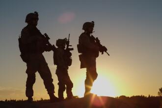 O bază militară din Niger a fost atacată. Cel puțin 25 de soldați morți