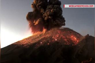 Erupție puternică a unui vulcan din Mexic. Lava a ajuns la 3 km deasupra craterului. VIDEO