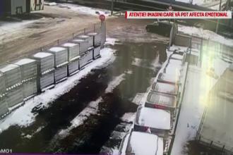 VIDEO. O mașină nu a mai putut frâna din cauza poleiului și este izbită de tren
