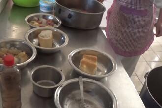VIDEO. Pacienții unui centru de psihiatrie din Călărași, hrăniți cu pâine înmuiată în apă
