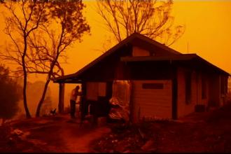 """Un australian a făcut pariu că locuința sa va rezista în fața incendiilor: """"Nu plec!"""""""